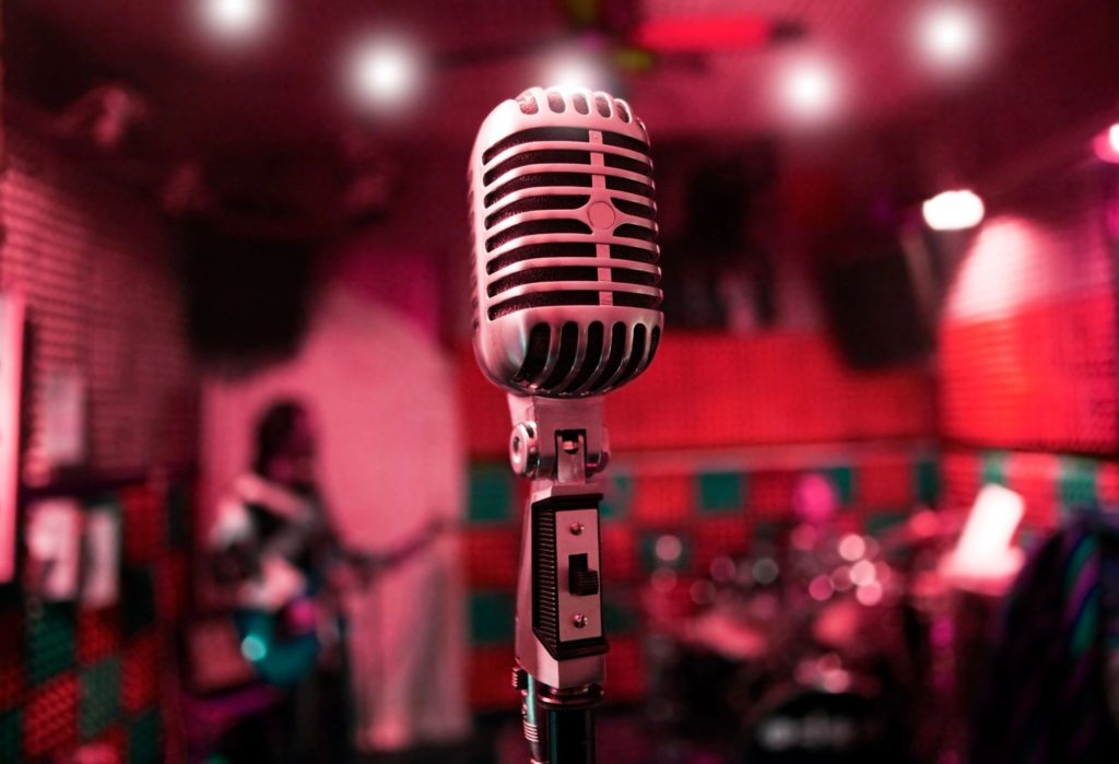 This lonely MIC is waiting for YOU...